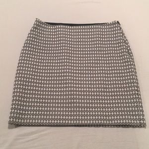 Black and White Patterned Pencil Skirt